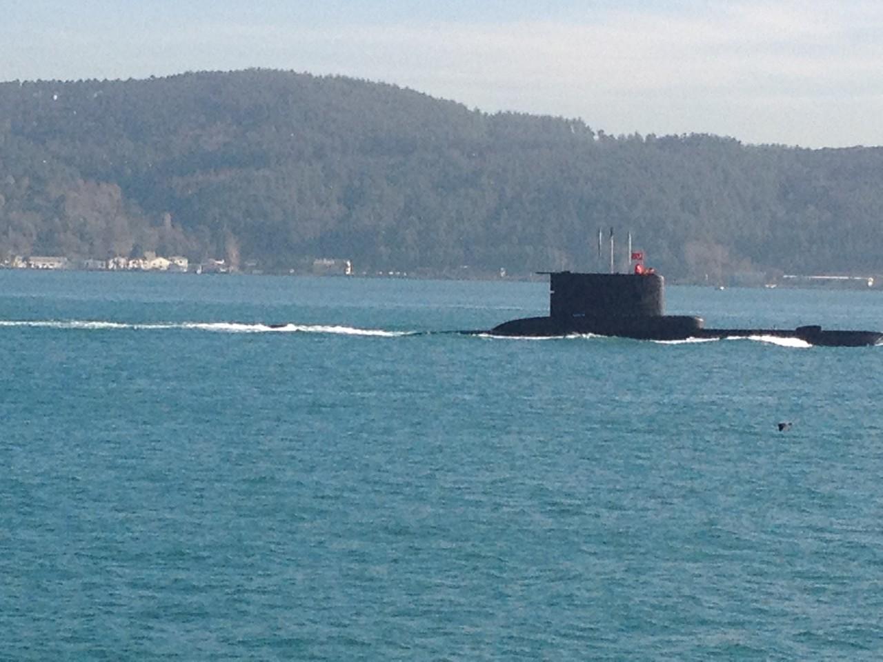 und auch U-Boote fahren durch den Bosporus