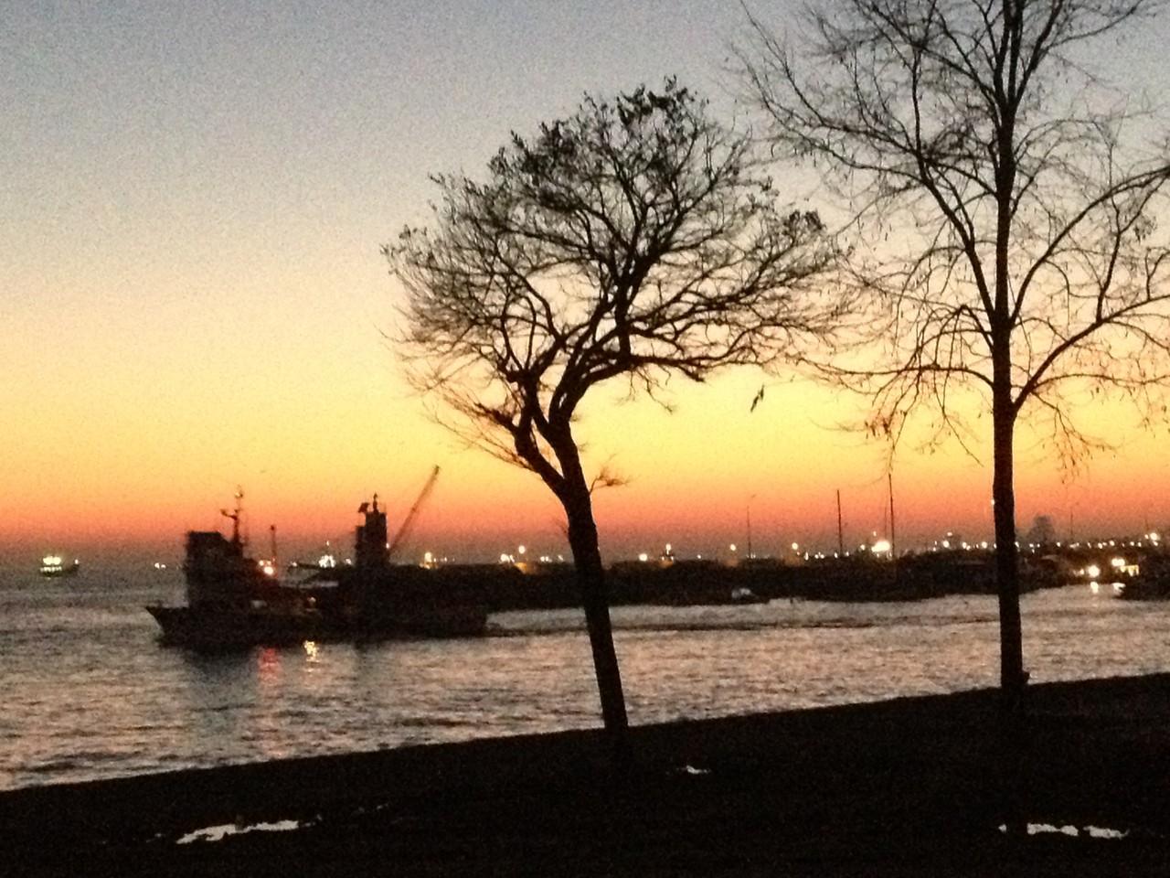 von unserem Stellplatz in Istanbul der Sonnenuntergang