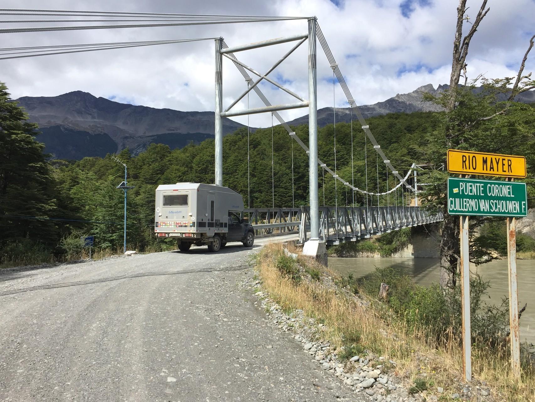 Einer der vielen Hängebrücken vor O`Higgins