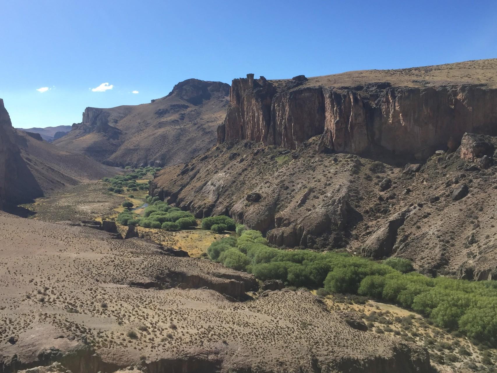 Das Tal bei den Cuevas de las Manos