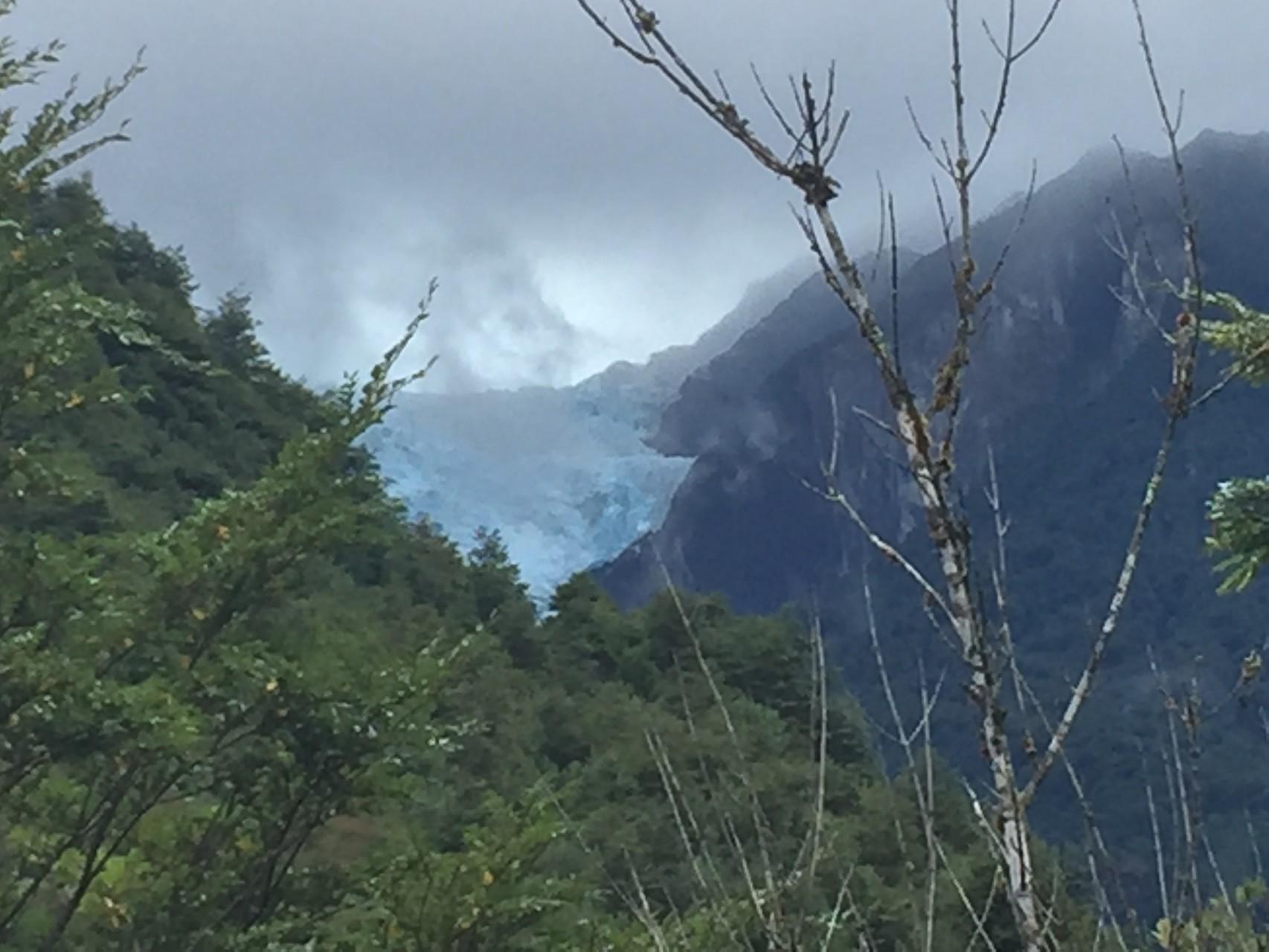 Hängender Gletscher vom Parkplatz aus