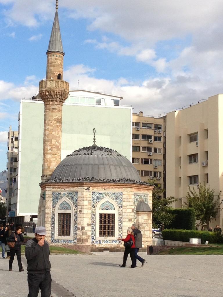 ...und daneben die Moschee