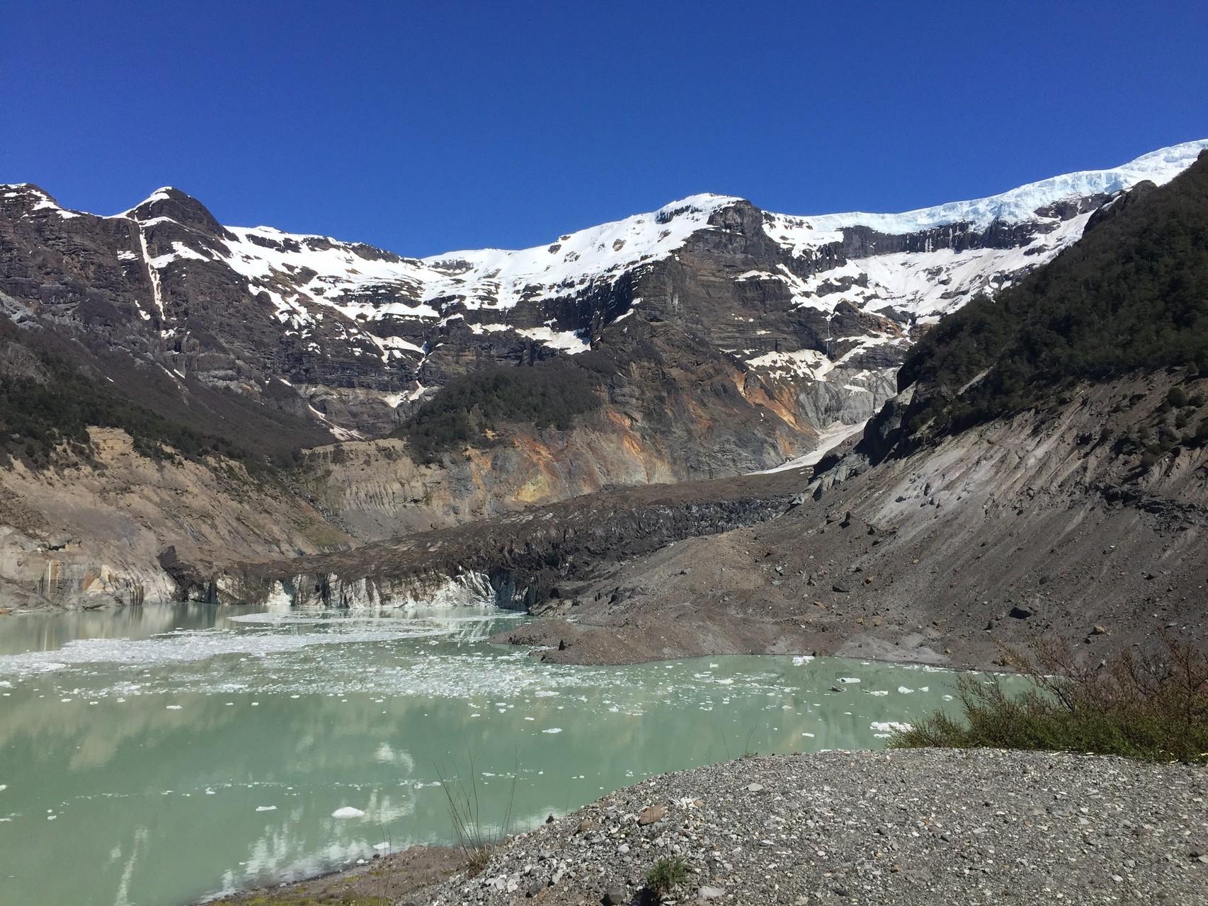 der Schwarze Gletscher mit See