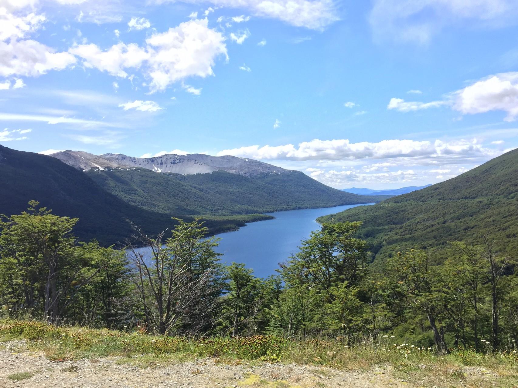 Vor Ushuaia sind Berge und Seen