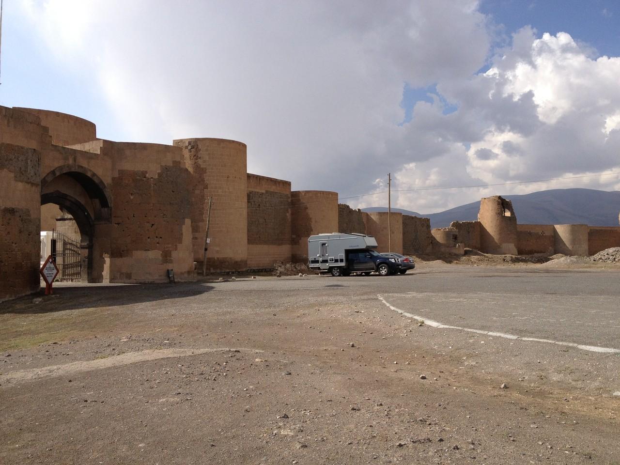 Die Festung und Ruinenstadt Ani mit ihren Kirchen und Moscheen