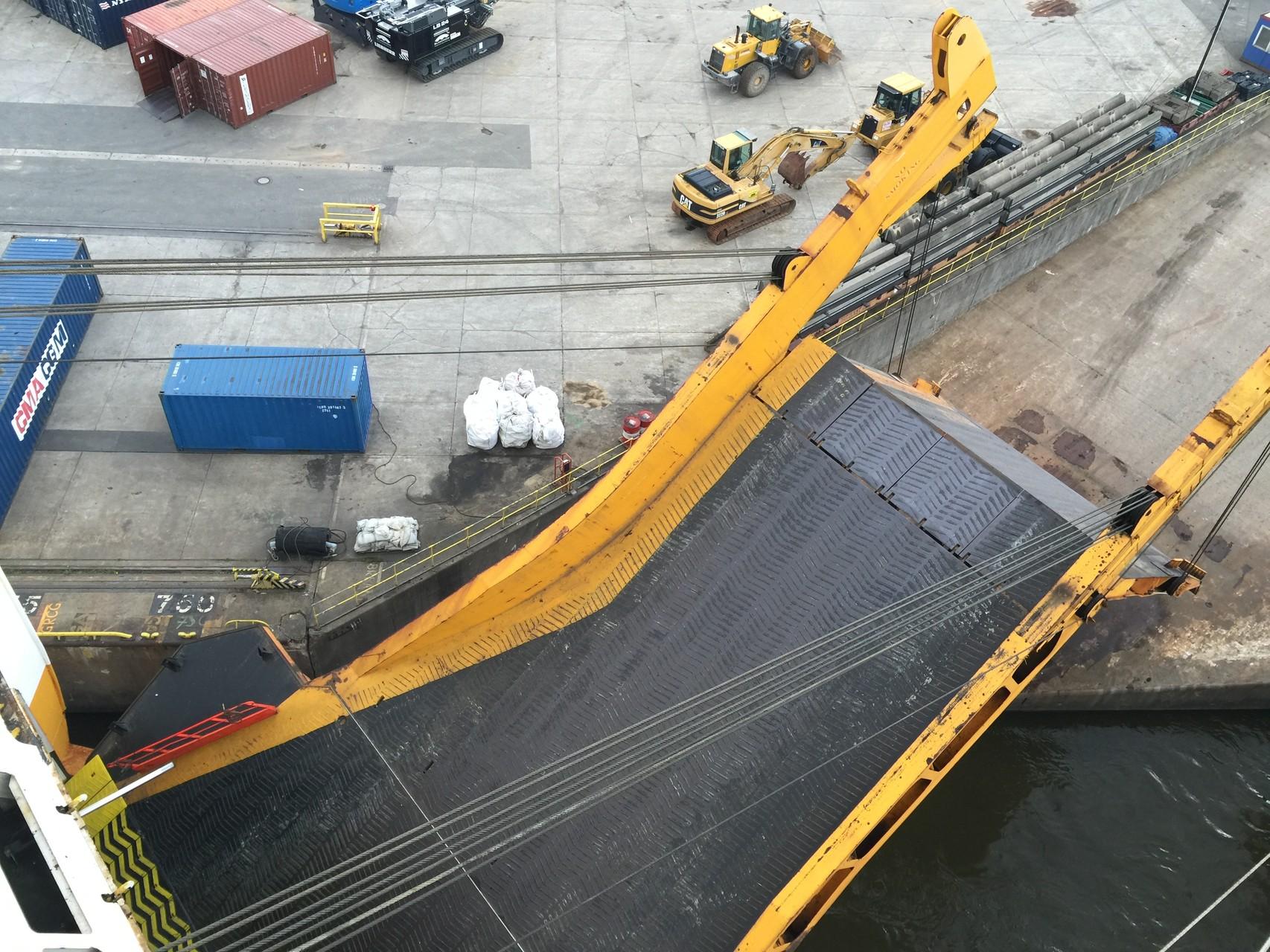Die Auffahrtsrampe wird hochgezogen in Hamburg