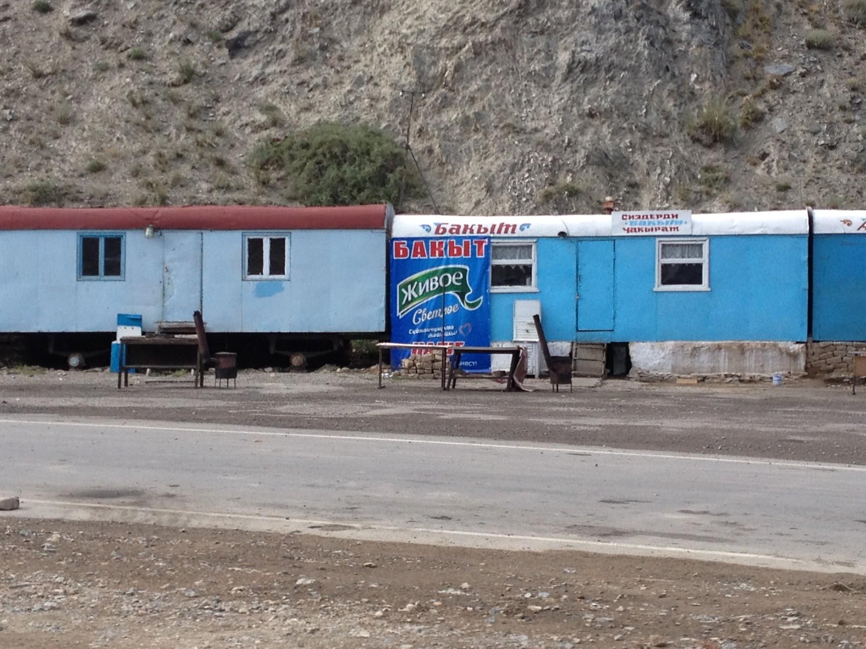 Eisenbahnwagen als Laden und Restaurant