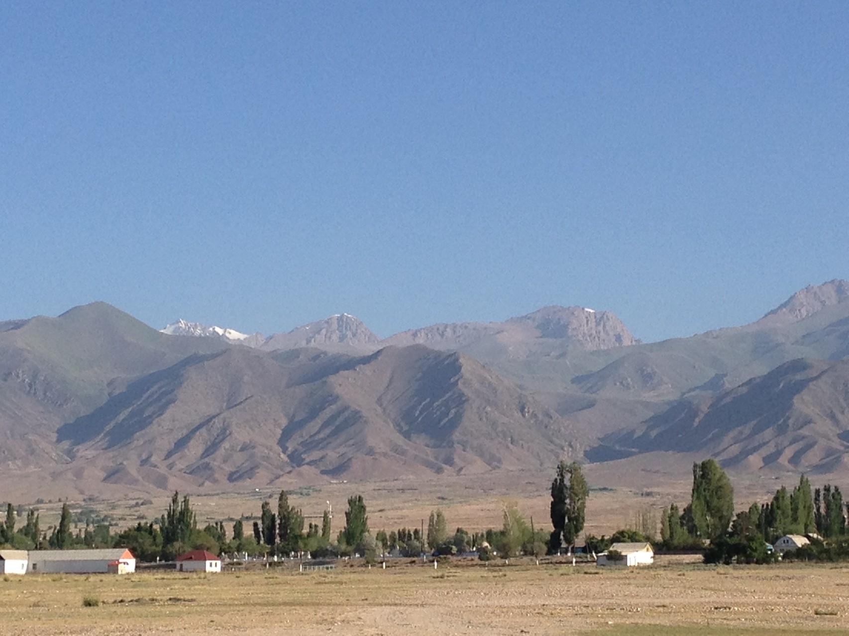 Blick in den nördlichen Tien Shan mit Bergen bis 4500m