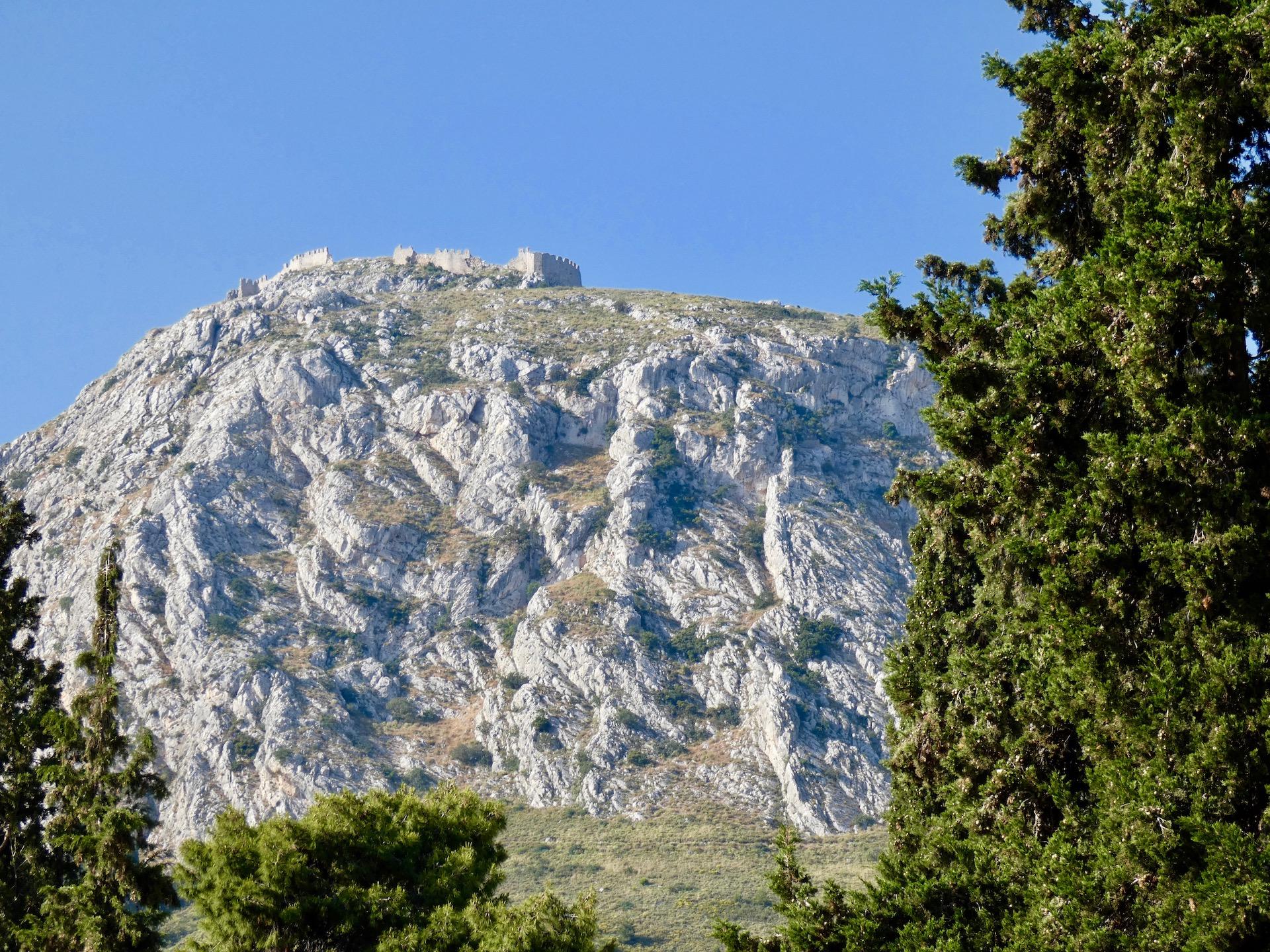 die Burg hoch über Korinthen, unser Übernachtungsplatz