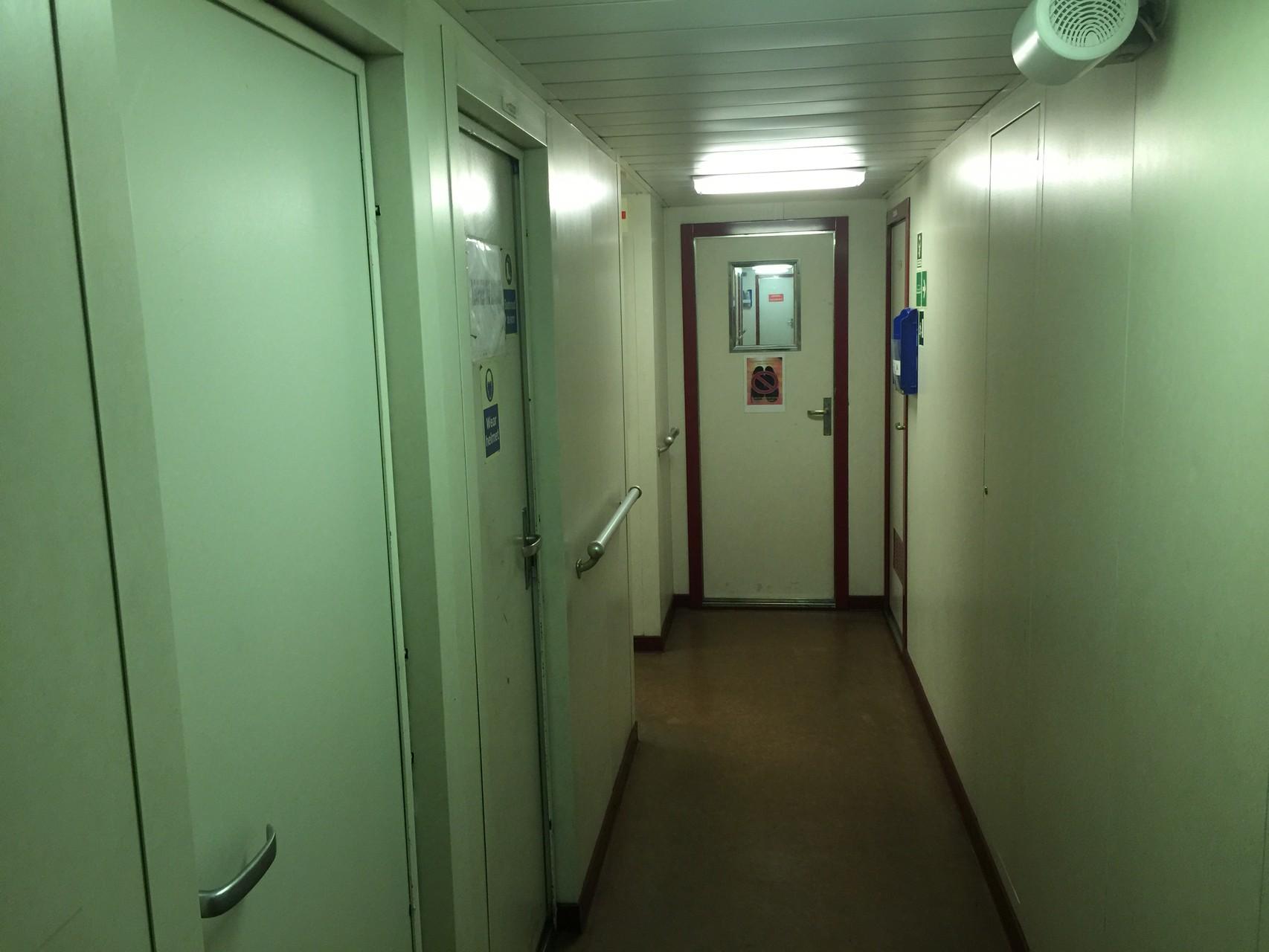 .....hier der Durchgang zu unserem Zimmer...
