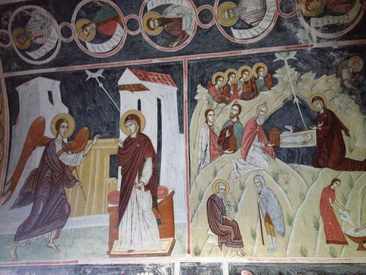 ....mit den gut erhaltenen Fresken