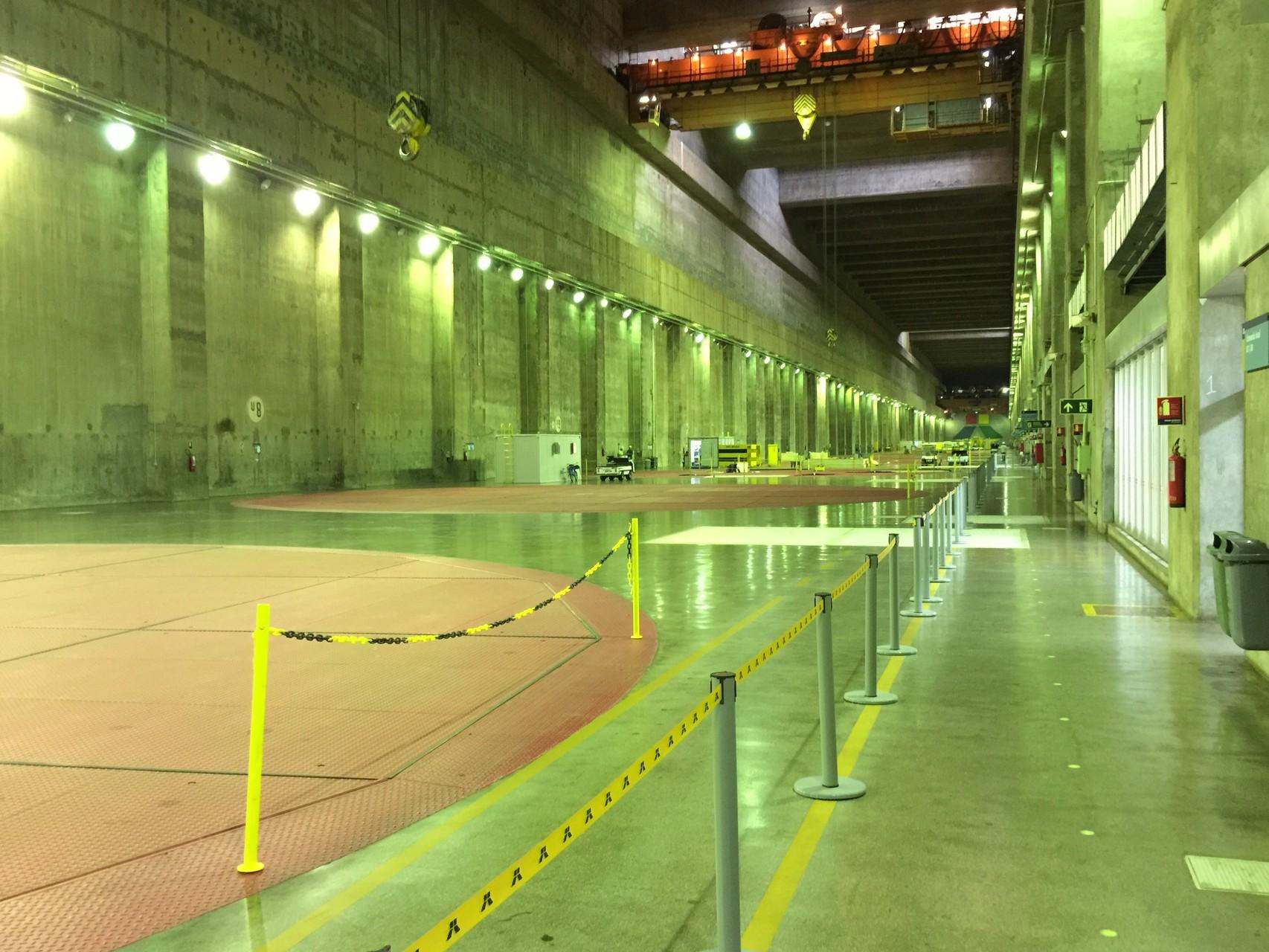 10 der 20 Generatoren liegen unter diesem Boden