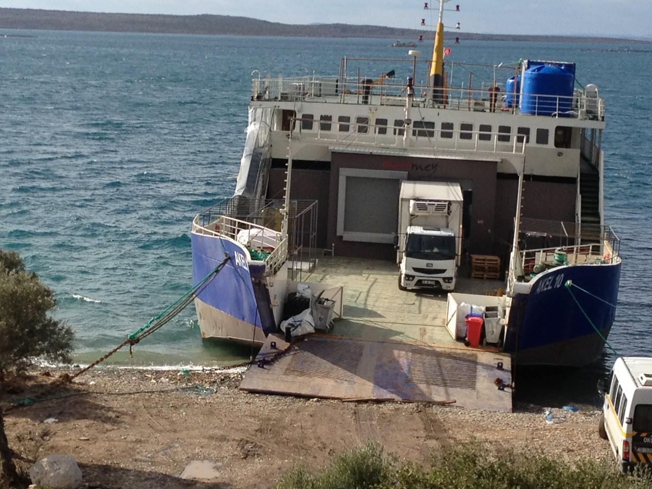 Schwimmende Fischfabrik