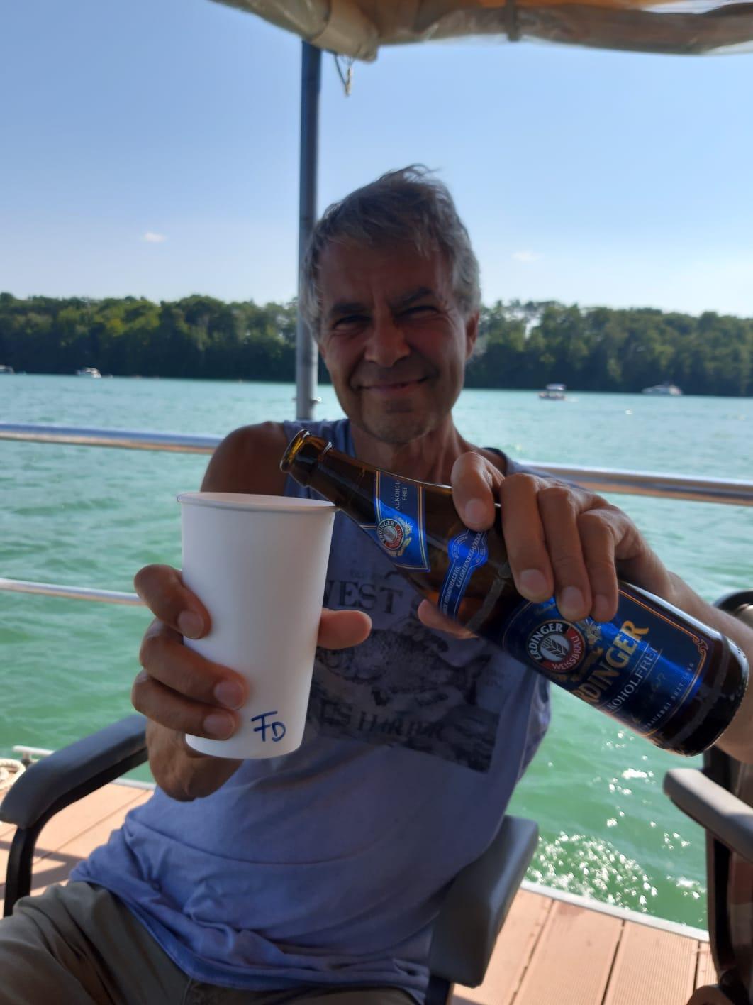 Alkfreies Bier im Pappbecher....