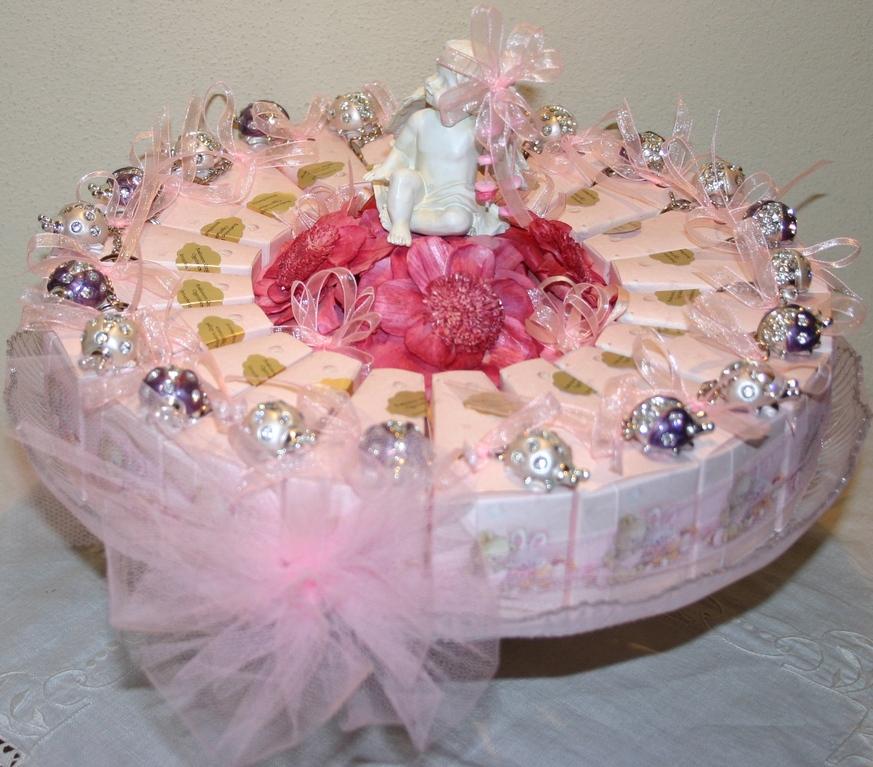 Torta composta da 20 scatoline con portachiavi