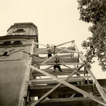 Turmgerüst Pfarrkirche in Nesselwang, August 1952