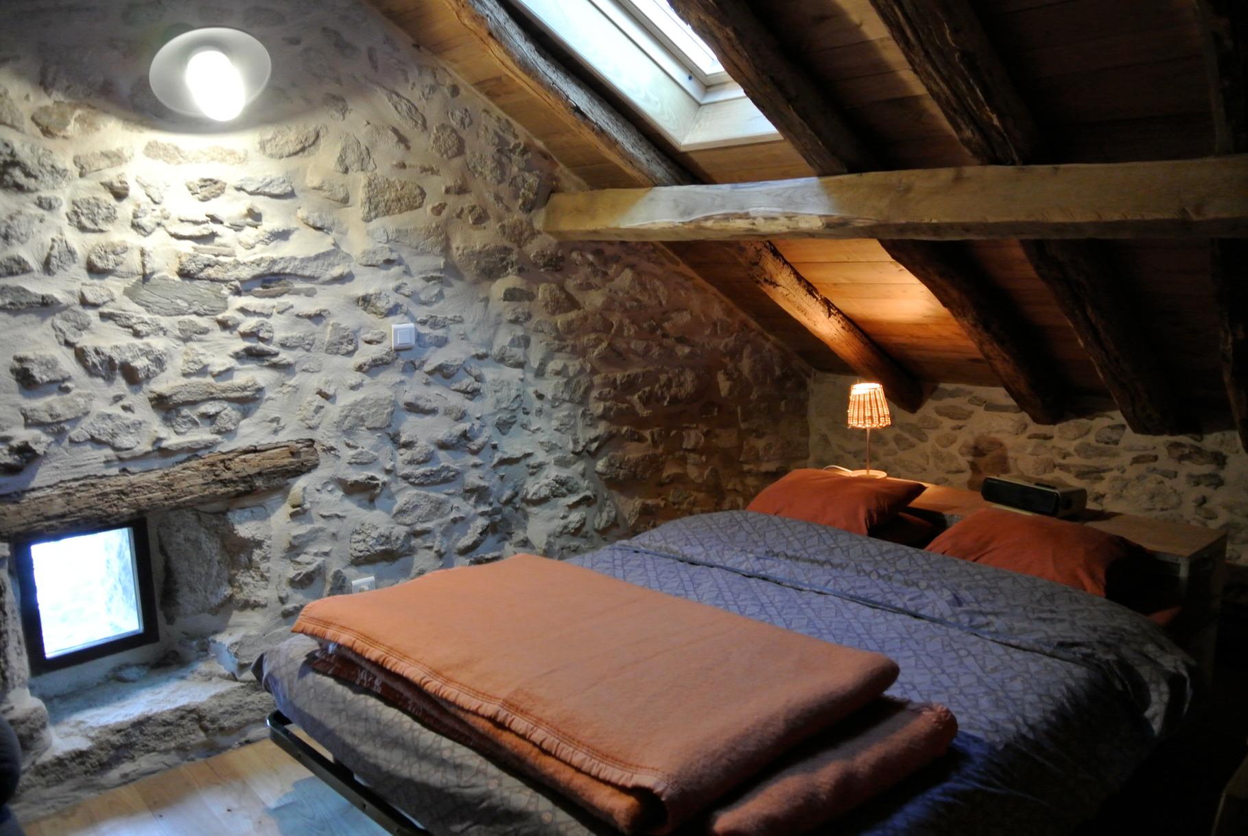 La grande mezzanine avec un lit de 160
