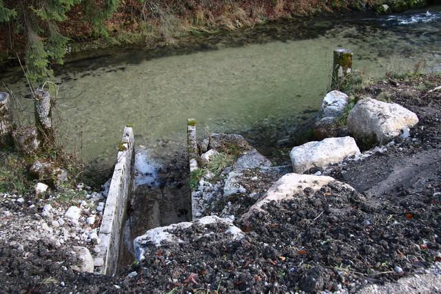 déversoir de sortie sous la station de pompage  depuis la digue