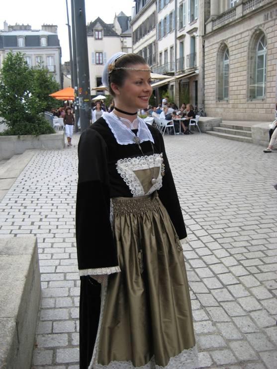 2009 - Laura Quemener 1ère demoiselle d'honneur de la Reine de Cornouaille