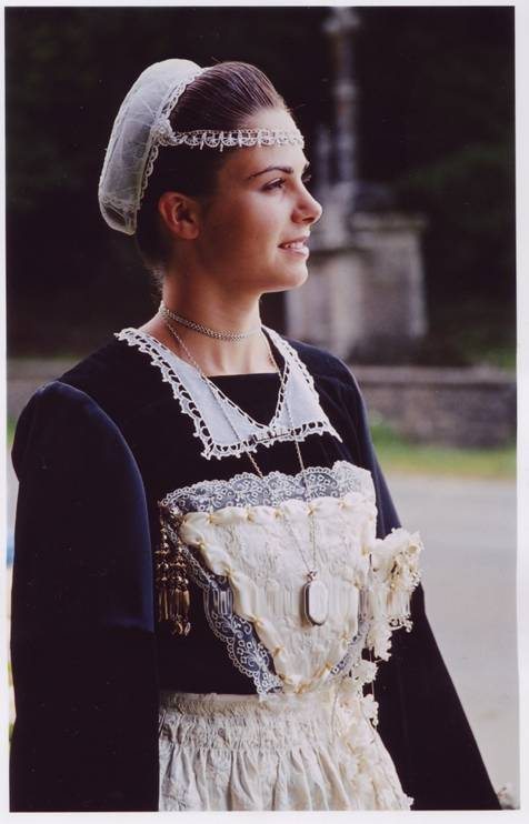 2005 - Albane Duigou 1ère demoiselle d'honneur de la Reine de Cornouaille