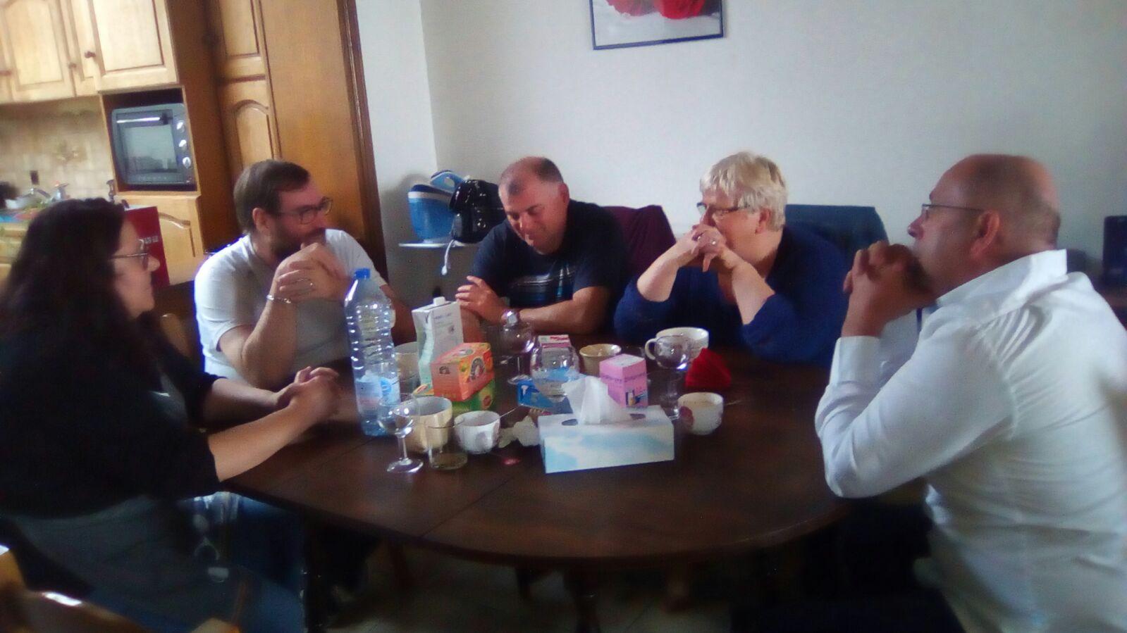 Temps fraternel avec Jean-Michel, Babette, Prophète Denis Godin, Rébecca tire la photo