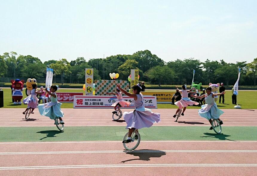 陸上競技場完成式典のオープニングで演技披露