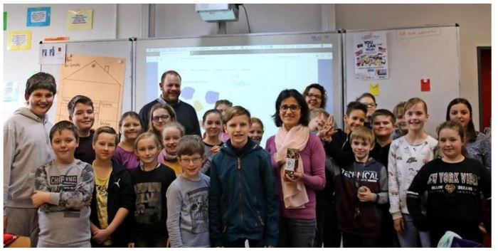 Ein soziales Projekt: 150 Euro haben die IGS-Schüler an den Kinderschutzbund gespendet. Quelle: Nele Käferlein