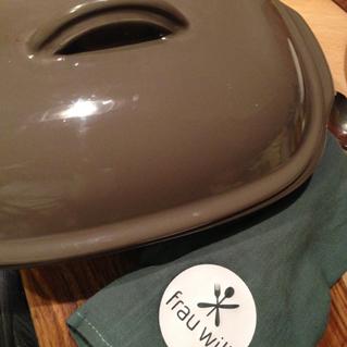 ... mit geschlossenem Deckel für 30 bis 35 Minuten im Ofen (200 °C) schmoren lassen