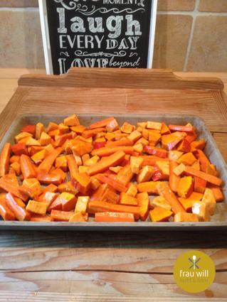 Das Gemüse gleichmäßig auf dem Ofenzauberer verteilen und ca. 15 Minuten im Ofen garen (230 °C)
