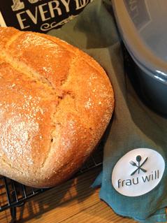 Bei 230 °C in den kalten Ofen geben und 45 bis 60 Minuten auf der untersten Schiene abbacken.
