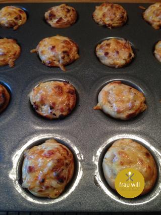 Die Flammkuchen-Happen 10 bis 15 Minuten (230 °C) backen ...