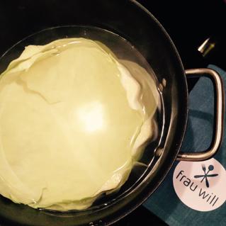 Die Weißkohlblätter für ein bis zwei  Minuten blanchieren ...