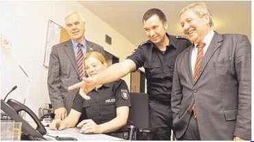 Besuch bei der Polizei: (v.li.) Bürgermeister Hans-Heinrich Barnick, Ines Bungenberg, Stationsleiter Thomas Thode und CDU-Abgeordneter Hans-Jörn Arp.