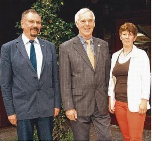 Bild:Der alte und neue Bürgermeister Hans-Heinrich Barnick (Mitte) mit seinen Stellvertretern.