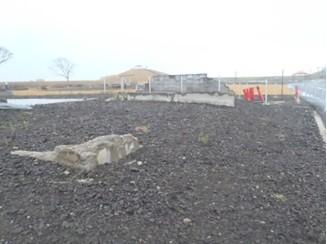 千年希望の丘の敷地内にある建物跡地。時はもう流れない。