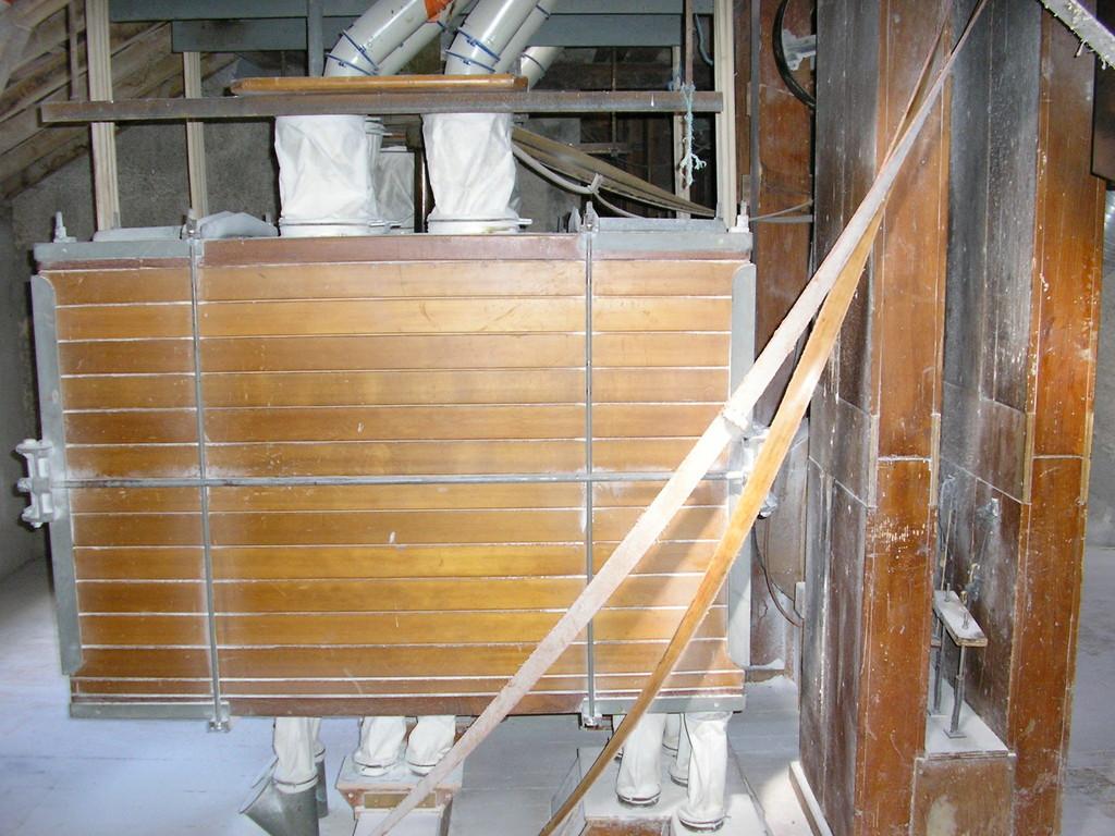 le planchister : il sert à séparer tous les produits à l'aide des 96 tamis qui le composent