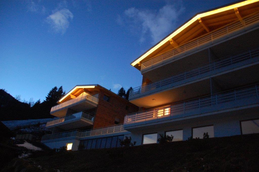 Appartementhaus mit Wohnung Zimbablick im EG (Wohnzimmer mit Licht)