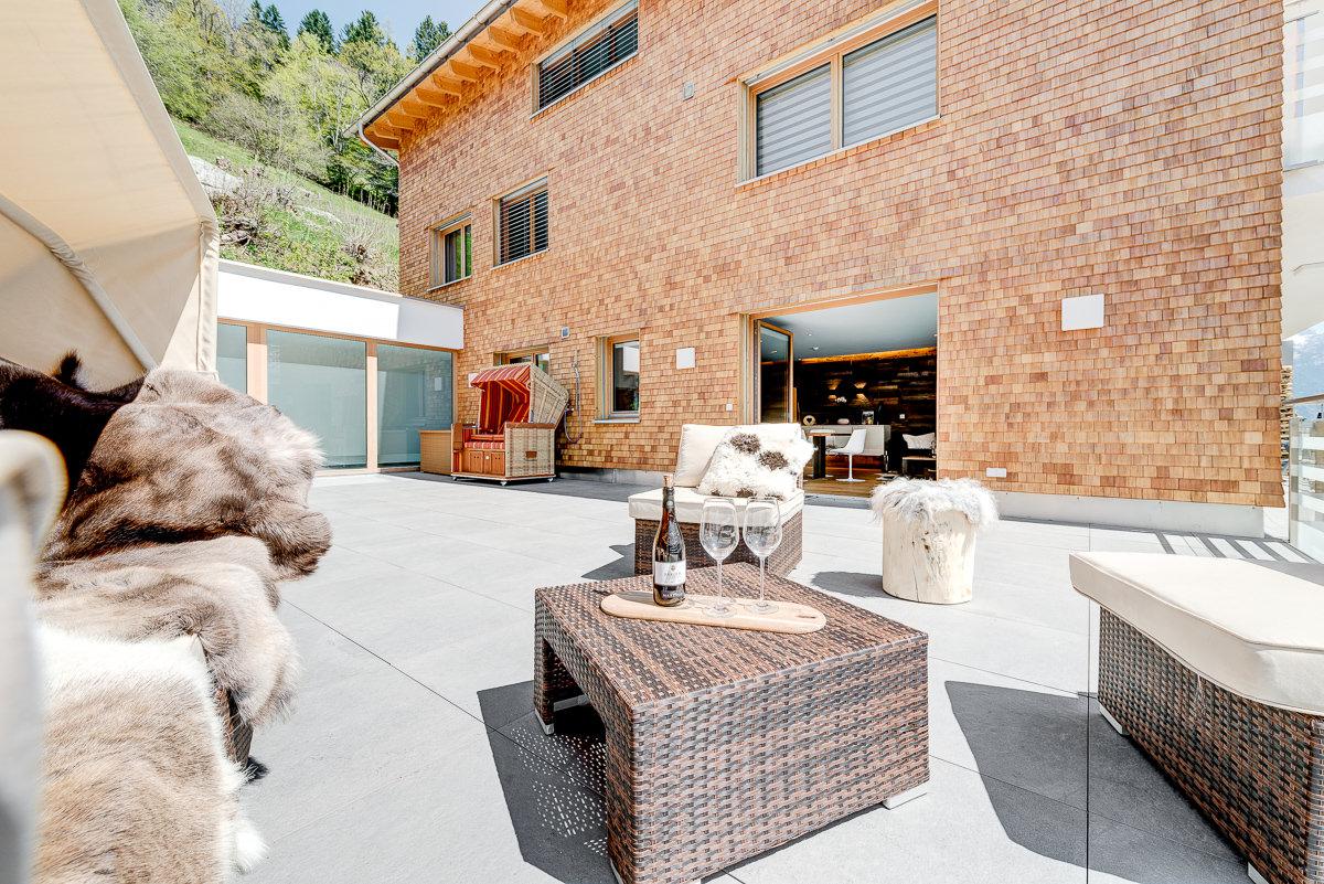 Appartement Zimbablick, Montafon, Vorarlberg - große Terasse mit Alpensauna