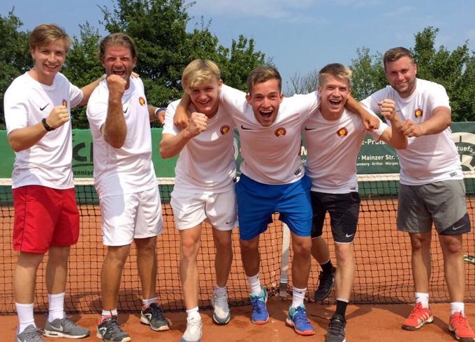 Herren I (6er-Mannschaft) feiert den Aufstieg in die Gruppenliga!