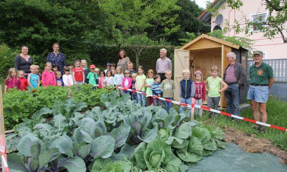 Obst- und Gartenbauverein unterstützt Gartenprojekt der Kita Regenbogen