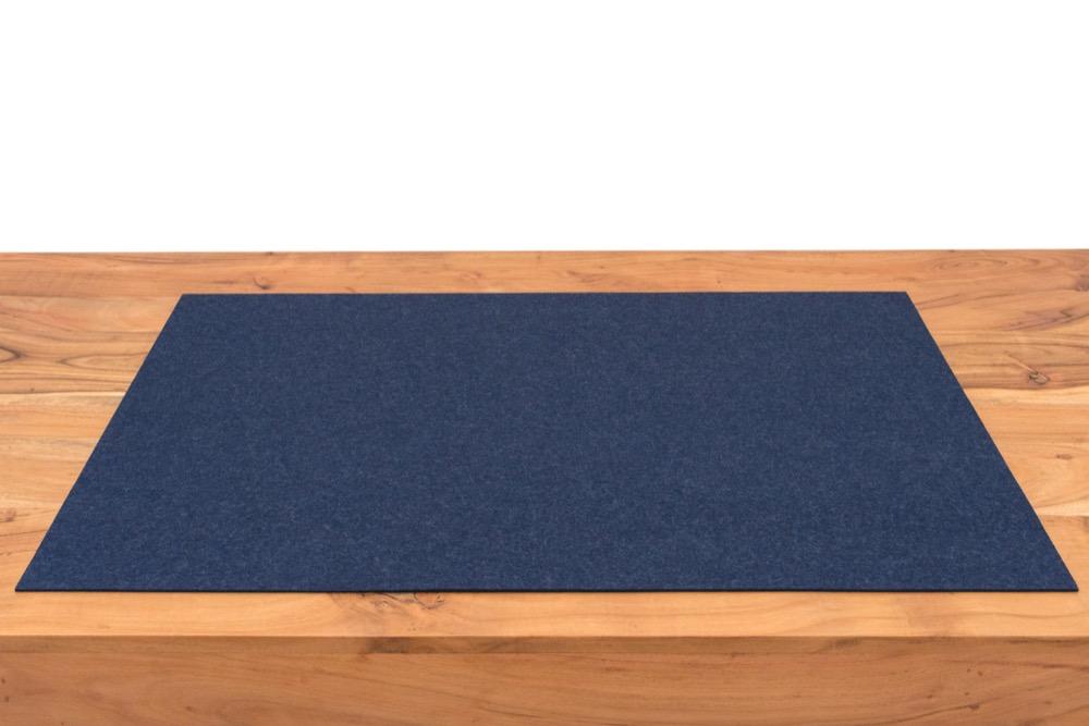 Rob&Raf Schreibunterlage aus Wollfilz in Jeans Blau auf Schreibtisch