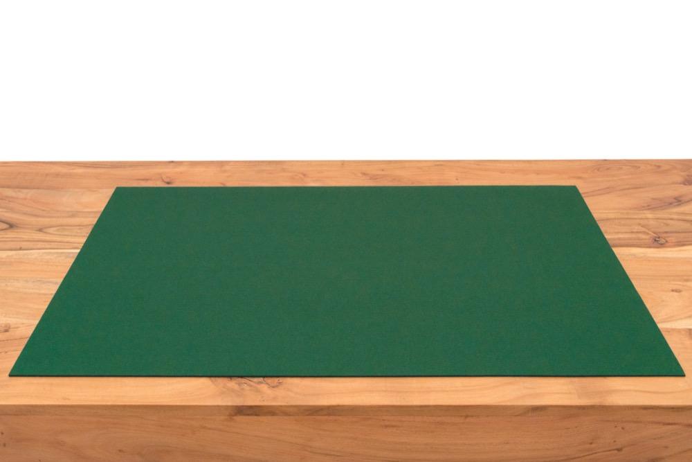 Rob&Raf Schreibunterlage aus Wollfilz in Grün auf Holz Tisch