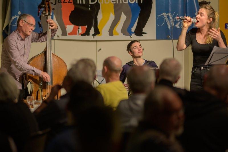 Thomas Dürst Trio: Sibyl Hofstetter voc, Lea Gasser acc, Thomas Dürst b