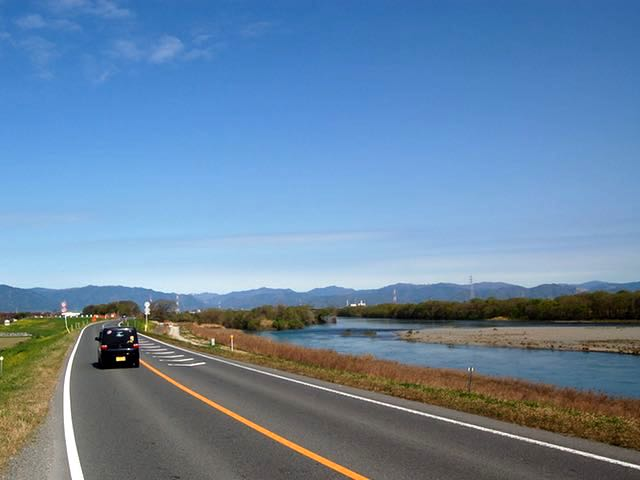 信号のない堤防道路で揖斐町まで一気に