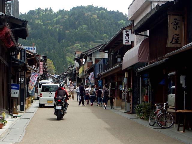 無電柱化された岩村本町通り、景観も抜群