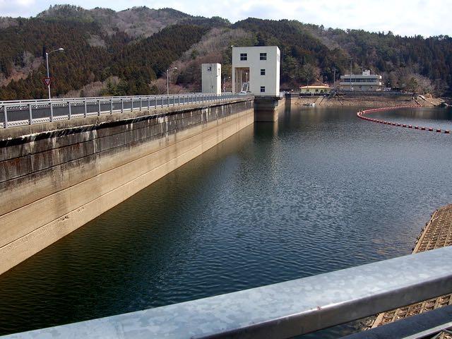 400mの堤上を走って三河湖の対岸へ