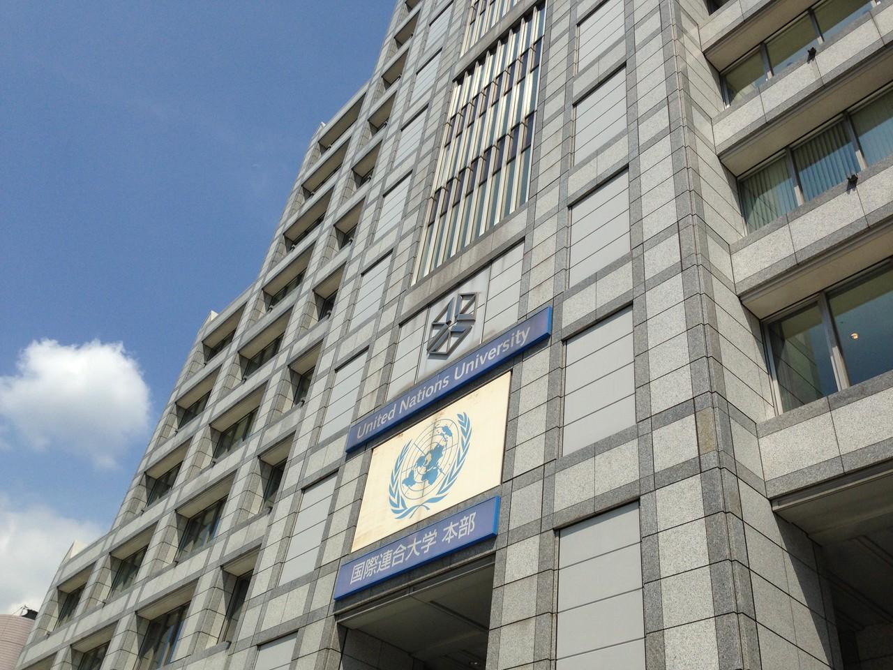 国連大学の一階のガラス張りのスペースがGEOCです。