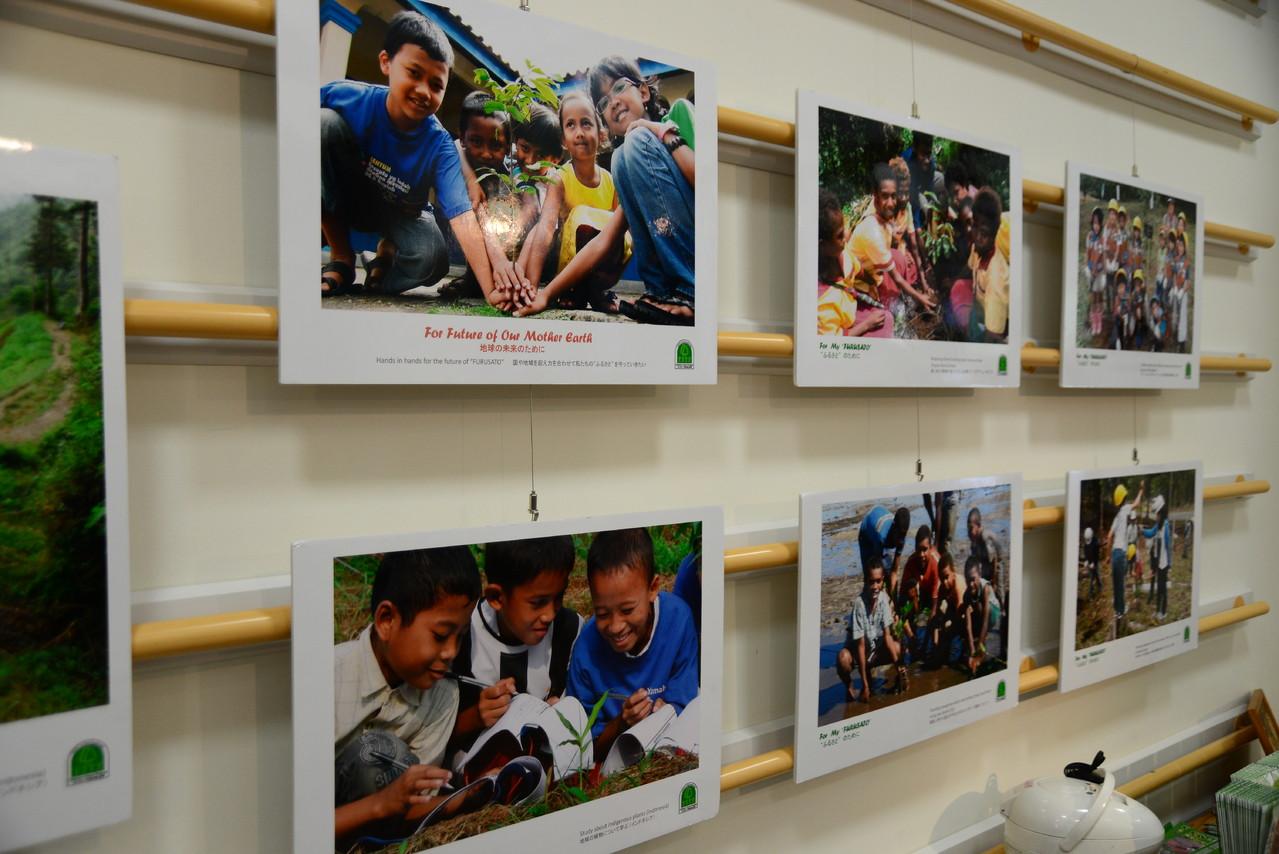 各国の子どもたちの活動を写真で紹介しました。