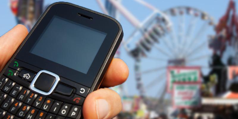Vollkommen überlastet waren die Handynetze zu den Stoßzeiten der Wiese. Wer sich per SMS verabreden wollte, hatte die Arschkarte. Keine SMS ging raus. Telefonieren konnte man schon gar nicht. Bei einer Großveranstaltung wie die Wiese, wo zehntausende ...