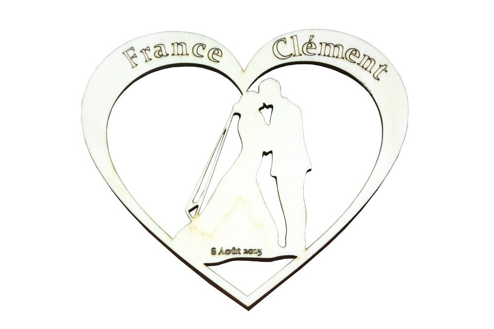 Conception DAO puis découpe laser d'un coeur de mariage avec pyrogravures personnalisées en peuplier .